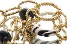 1կգ 285գ ոսկյա զարդեր` բորտուղեկցորդուհու միջոցով