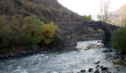 Մեքենան բախվել  է  արգելապատնեշին և ընկել Դեբեդ գետը
