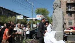 Երևանում բացվել  է Վահրամ Փափազյանի կիսանդրին