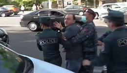 Ոստիկանները բերման ենթարկեցին Փաշինյանին էշով տանելու համար ԱԺ եկած իջևանցուն